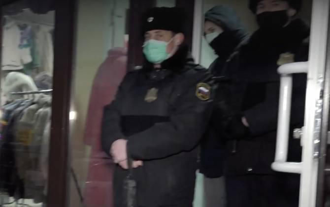 В Брянске освободили торговые павильоны у художественного музея