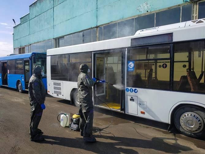 В Брянске сотрудники МЧС провели дезинфекцию общественного транспорта