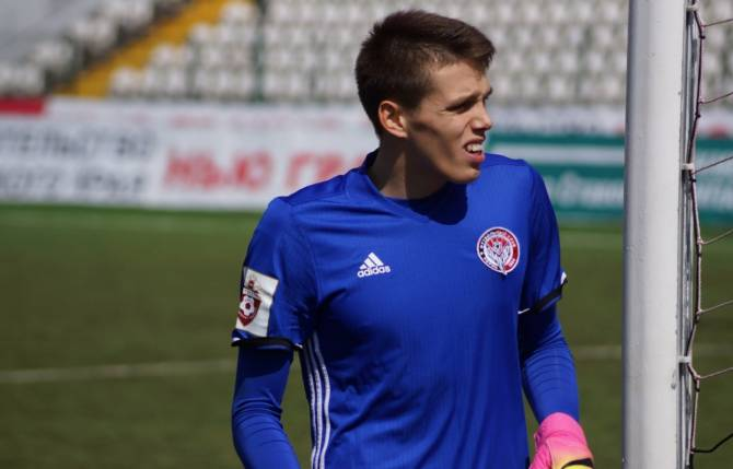 Вратарём «Динамо-Брянск» станет Денис Вамбольт