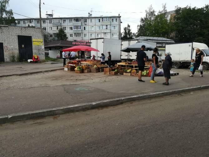 В Брянске мужчина попытался сжечь уличного торговца