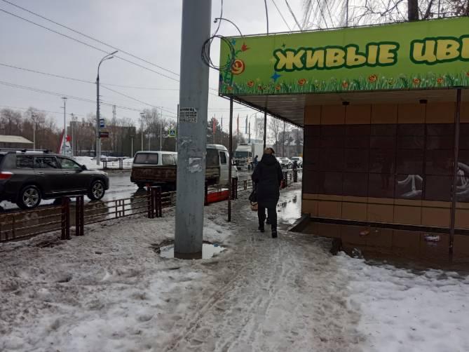 В центре Брянске пешеходов лишили возможности не испачкаться