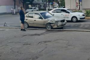 В Брянске на Володарке три легковушки попали в ДТП