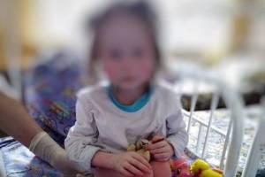 Весила девять килограммов найденная в Брянске семилетняя девочка