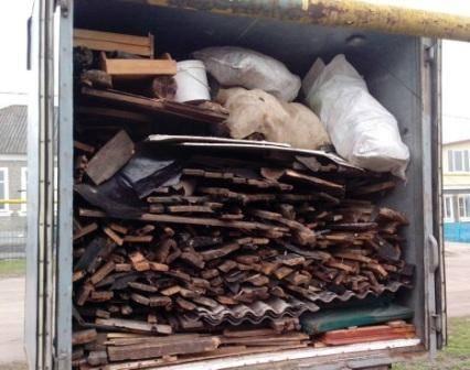 Брянск заполнили объявления о незаконном вывозе мусора