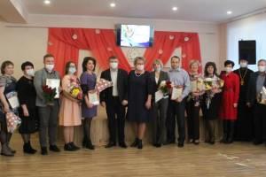 В Карачеве лучшим педагогам вручили грамоты
