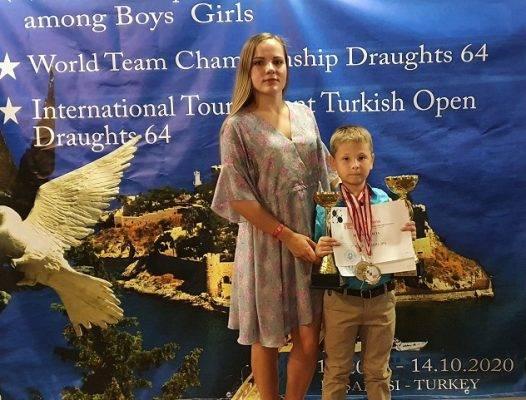 Брянский второклассник выиграл Первенство мира по шашкам