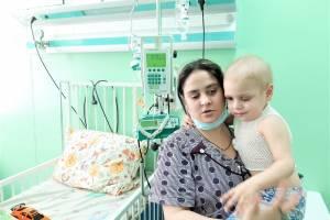Брянцы помогли тяжелобольному ребенку из цыганской семьи