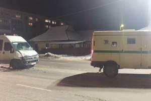В Брянске у «Командора» в ДТП попала инкассаторская машина