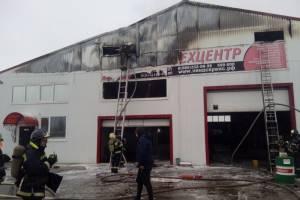 В Брянске на пожаре в автосервисе пострадал человек