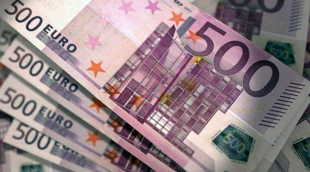 Перед Новым годом брянцы кинулись скупать евро