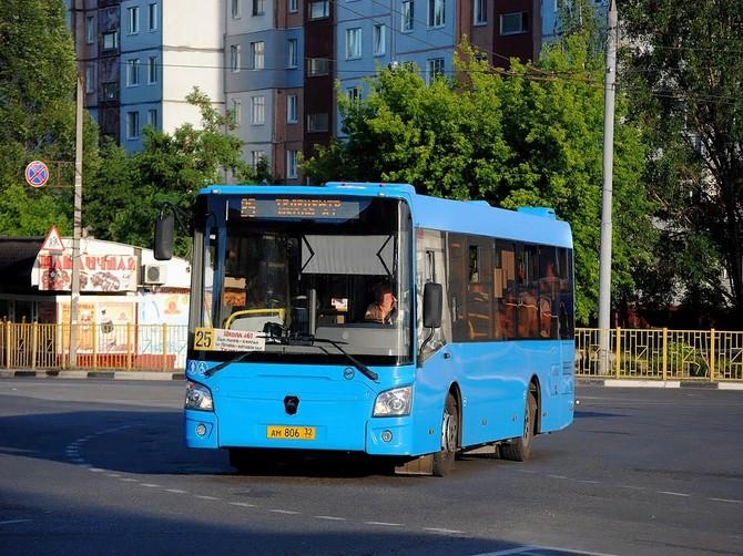 В Брянске стал чаще ходить автобус №25
