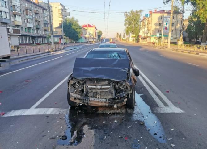 В Володарском районе Брянска столкнулись две легковушки