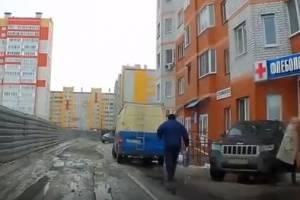 В Брянске на проспекте Станке Димитрова сняли массовую парковку на тротуаре