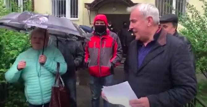 В Брянске сторонники блогера Коломейцева испугались дождя