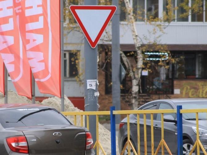В Брянске из-за знаков возник правовой беспредел на перекрестке