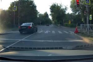 В Брянске водитель BMW грубо нарушил ПДД