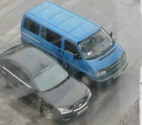 Автохам отомстил девушке за парковку на его месте в Погаре