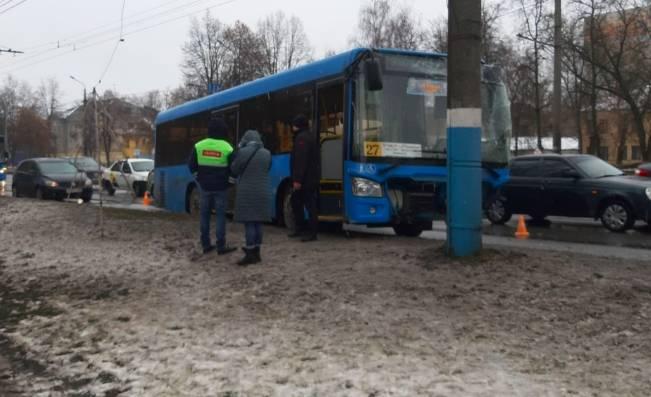В Брянске ДТП с автобусом №27 обошлось без пострадавших