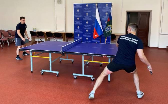Брянские следователи скрестили теннисные ракетки