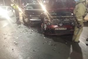 В Брянске возле гостиницы «Турист» в ДТП пострадала девушка