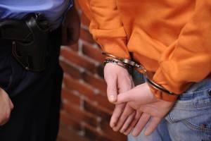 В Брянске лже-полицейский украл у женщины 57 тысяч рублей