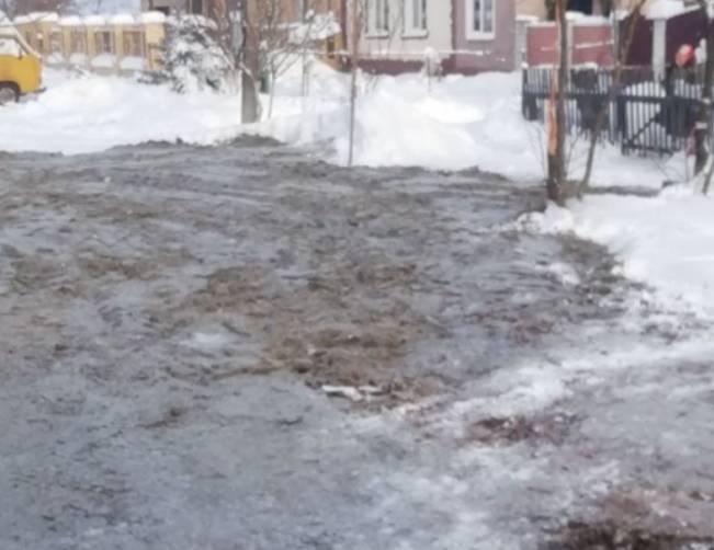 В Брянске засыпали угрожавшую обрушением частному дому яму