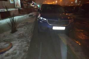В Брянске на Станке Димитрова автохамы перегородили тротуар