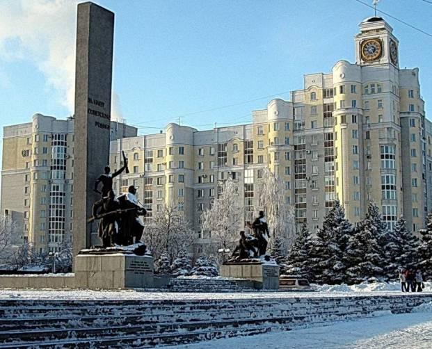 Брянцам расскажут историю памятника на Площади Партизан