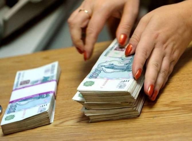 В Брянске работница фирмы присвоила 35 тысяч рублей