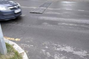 Накануне 1 сентября на дороге у брянской школы разломали лежачего полицейского