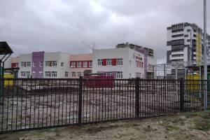 В Брянске развалился новый тротуар возле детского сада «Гармония»
