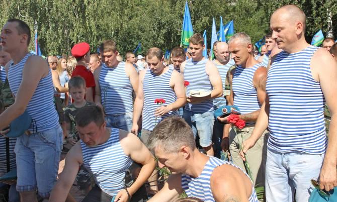 Брянские воины-десантники отмечают 90-летие ВДВ