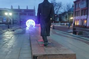 В Брянске начал разрушаться постамент памятника Гагарину
