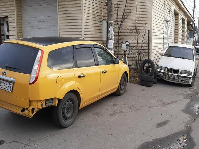 В Брянске хитрый охранник треноги спрятал ее за машиной