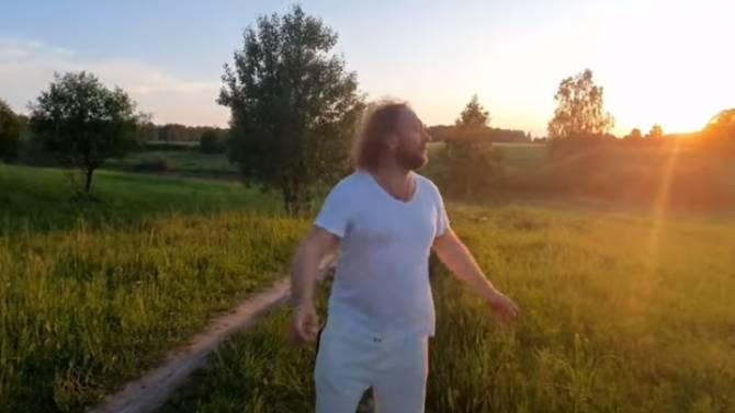 «Бабкины внуки» в День России подарили поклонникам новый клип