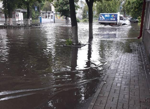 В Брянске район улицы Куйбышева полностью ушел под воду
