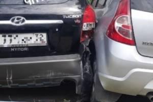 В Брянске неудачная попытка припарковаться привела к ДТП