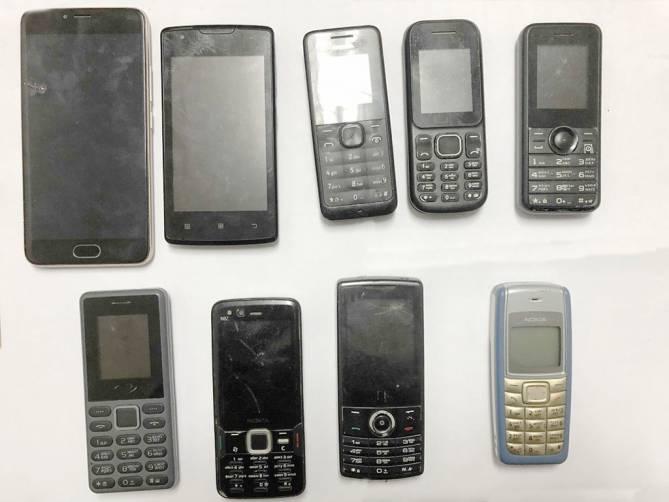 В Клинцах бывший зэк пытался перекинуть мобильники сокамерникам