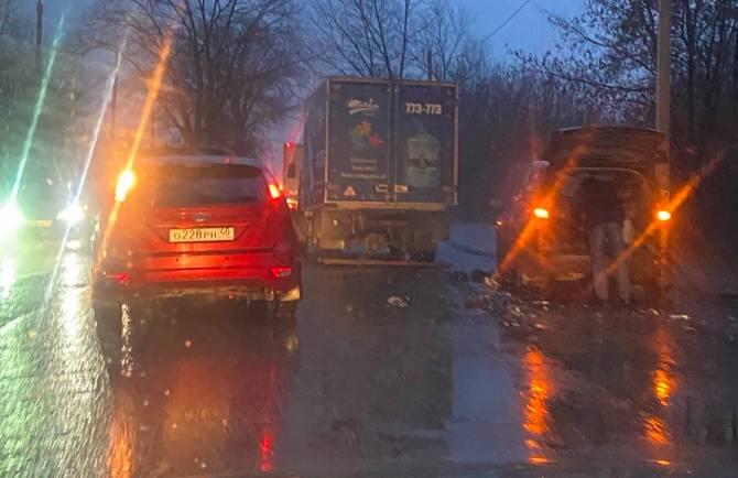 В Брянске образовалась пробка из-за ДТП на улице Бурова