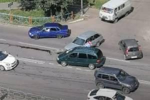 В Брянске возле БГУ не разъехались легковушки