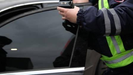 В Брянске за два часа поймали 18 любителей тонировки