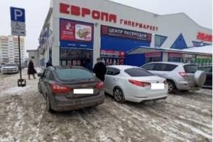 В Брянске «инвалида» оштрафовали за парковку у ТЦ «Европа»