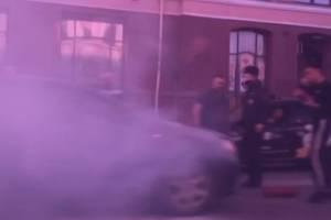 В Брянске на проспекте Ленина у ЦУМа загорелась легковушка