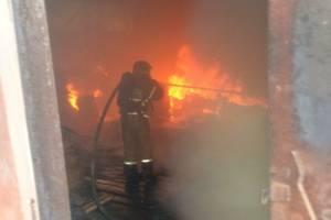 В Локте загорелся заброшенный склад мебельной фабрики