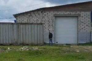 В Клинцах возле МРЭО водители устроили туалет под заборами частных домов