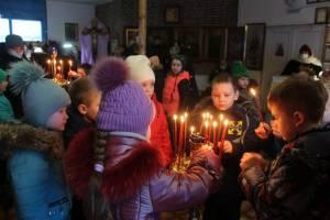 В Карачеве провели литургию для детей