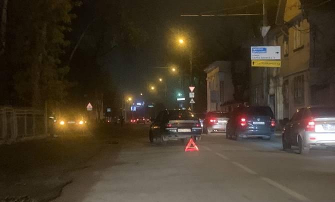 В Брянске на улице Ульянова столкнулись две легковушки