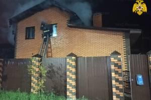 В Брянске на Чичеринке сгорел двухэтажный особняк