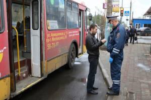 В общественном транспорте Брянска за сутки поймали 22 безмасочника
