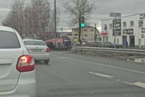 В Супонево у светофора автомобили попали в ДТП